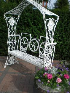 jean's muse: Singer bench ~ bench made of 3 sewing machines.