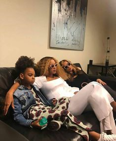 On Wednesday, Beyonce shared a plethora of snaps to her website of herself, husband Jay-Z, their daughter Blue Ivy and the twins Rumi and Sir enjoying some down time between shows. Beyonce 2013, Beyonce Fans, Beyonce Knowles Carter, Beyonce Style, Beyonce And Jay Z, Beyonce Family, Beyonce Memes, Beyonce Coachella, Tina Knowles