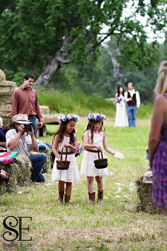 Country wedding...adorable flower girls!