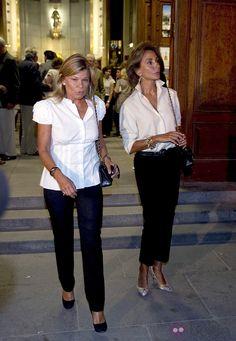 Cari Lapique y Nati Abascal Mature Fashion, Fashion Over 50, Timeless Fashion, Classic Outfits, Cool Outfits, Parisian Chic Style, Fashion Displays, Fifties Fashion, Estilo Fashion