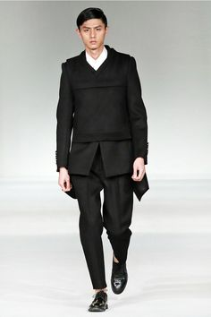 Fucking Young! » Sean Suen Fall/Winter 2013 Minimal Outfit, Cool Style, My Style, Comme Des Garcons, Mens Fashion, Fashion Outfits, Urban Outfits, Everyday Outfits, Minimalist Fashion