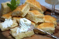 Himmelska engelska scones i långpanna Savoury Baking, Bread Baking, Afternoon Tea Scones, Chocolate Recipes, Food Inspiration, Baking Recipes, Food To Make, Breakfast Recipes, Bakery