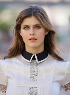lets look at a set of best Alexandra Daddario pictures of all time. These pictures of Alexandra Daddario show you every part of Alex you ever wished to see. Hollywood Celebrities, Hollywood Actresses, Cute Celebrities Female, Beautiful Celebrities, Beautiful Actresses, Alexandra Anna Daddario, Alexandra Daddario Baywatch, Beautiful Eyes, Beautiful Women