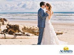 #casateenacapulco Disfruta de una boda intima en el hotel Gilda de Acapulco. TU BODA EN ACAPULCO. El hotel Gilda abre las puertas de sus instalaciones para la celebración de bodas, y ofrece servicios para ayudarte en la organización de tu evento, de acuerdo a tus necesidades y preferencias. También, tus invitados se podrán hospedar en el hotel, y podrás contratar una bella suite para tu noche de bodas. Te invitamos a realizar tu boda en el maravilloso Puerto de Acapulco…