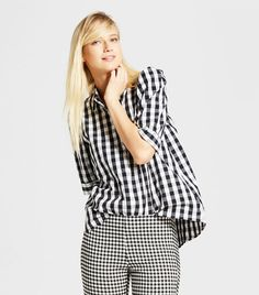 Turn up the charm in a simple piece: the Short-Sleeve Button-Up Who What Wear™. Slightly poufed sleeves are tipped with defined cuffs; the flowing body adds extra coverage plus is an easygoing look for weekends. Gingham Shirt, Black And White Tops, Short Sleeve Button Up, Wearing Black, Who What Wear, Capsule Wardrobe, Peplum Dress, Style Me, Cool Outfits