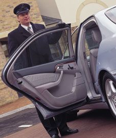 http://www.autostil.net/autostil-net_doc_27_inchirieri-masini-cu-sofer_pg_0.htm Pentru ca siguranta si confortul clientilor nostri sunt foarte importante, Auto Rent a Car Romania va pune la dispozitie serviciile unui sofer profesionist, pe langa cele de inchirieri de autoturisme si microbuze. Soferii nostri, cu vasta lor experienta profesionala, se vor asigura ca veti ajunge cu bine, dumneavoastra si insotitorii dumneavoastra, la oricare destinatie.
