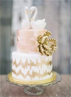 Coco Tran | Wedding Cake Topped with Swans http://boards.styleunveiled.com/pin/8b32107d42e4b4f4b0ebb1e4ed1d7c28