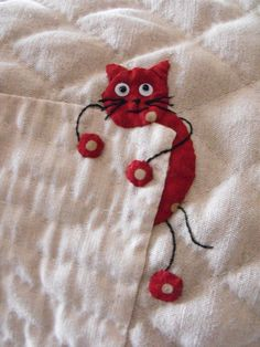 Appliqued kitty from My Quilting Life by Yoko Saito. L' arbre a chats - Aux petits riens