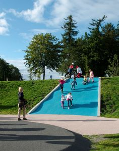 Slide built into a hill - nice way to integrate play elements into the environment *** Battery Park Playscape, Asplan Viak, Trondheim Norway, Playground Slide, Playground Design, Backyard Playground, Playground Ideas, Landscape Elements, Landscape Concept, Landscape Design, Landscape Architecture, Stavanger