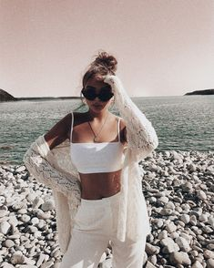 Timeless Black and White Outfits Roupas Femininas Brancas da moda Black And White Outfit, Black Outfits, White Outfits For Women, White Summer Outfits, Outfit Summer, Mode Inspiration, Looks Style, Mode Style, White Fashion