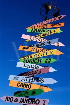 Wegwijzers & plaatsnaamborden voor de verschillende hoeken/plekjes op je plein - ideaal binnen een 'reis rond de wereld' thema