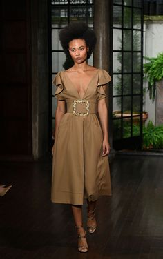 2019 Casual Fashion Trends For Women - Fashion Trends Runway Fashion, Fashion Show, High Fashion, Fashion Outfits, Womens Fashion, Spring Fashion, Modest Dresses, Casual Dresses, Summer Dresses