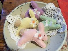 Primitive bowl fillers tucks Spring Easter Jumping Bunnies set of 4 wool felt penny rug SFOFG