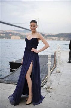 serenay sarkaya please follow me,thank you i will refollow you later