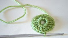 Crochet for beginners (granny squares) Explanations illustrated step by step in http://febreroesasi.blogspot.com