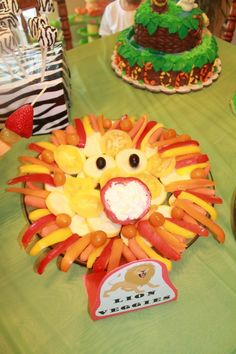Lion veggie tray and other fabulous ideas for a zoo themed birthday party!