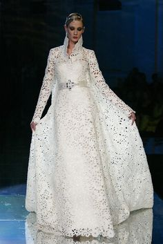 Myrish lace wedding Gown Margaery Tyrell would wear at the sept of Baelor before changing for the feast. Courtesy of passionately-poised,Fausto Sarli