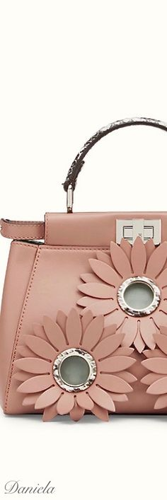 Choosing The Perfect Handbag That's Suitable For All Season - Best Fashion Tips Beautiful Handbags, Beautiful Bags, My Bags, Purses And Bags, Winter 2017, Fall Winter, Fashion Handbags, Handbag Accessories, Leather Handbags