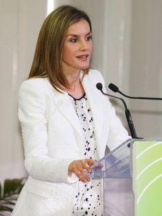 """La Reina Letizia ha ofrecido un discurso en el que ha destacado la importancia de la investigación y la prevención: """"Cuidemos nuestra piel, evitemos el tabaco, pensemos en lo que comemos, reflexionemos sobre lo que significa cuidar nuestra salud"""". 22.09.2016"""