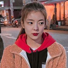 Aesthetic Eyes, Kpop Aesthetic, Cool Girl, My Girl, Type Of Girlfriend, Girl Bands, Korean Singer, Korean Girl Groups, Kpop Girls
