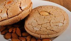 Acıbadem Kurabiyesi Tarifi – Kurabiye – The Most Practical and Easy Recipes Cookie Recipes, Dessert Recipes, Desserts, No Gluten Diet, Macaroon Recipes, Pastry Art, Sweet Cookies, Macaroons, I Foods