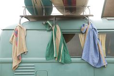 Kitchen tea towels that will certainly catch the eye. With their design inspired by vintage surfboards, they have blue, green and red accents.