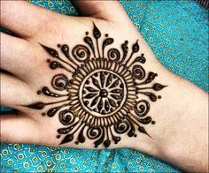 best circle mehndi designs collection http://www.mehndi-designs.co/circle-mehndi-designs/