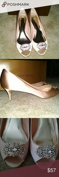 Classy shoes! Alert??New in BOX! I got these beautiful shoes for my wedding day, my dress fitting showed they wouldn't work. I only put them on with my dress. Kitten Heels!?? They retail over $1** , I am not going to be able to wear them ...so my loss someone else luck!???They are a pretty pale pink/champagne. Audrey Brooke Shoes Heels