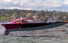 Dan Priestley UIM powerboat racing champion