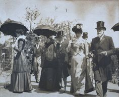 Visitors to Melbourne Zoo c. 1895 via Public Records Office wiki (wiki.prov.vic.gov.au)