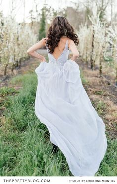 Bride running in the spring blossom fields | Photography: Christine Meintjes, Dress: Rosenwerth, Venue: Brenaissance