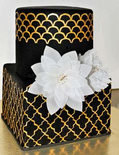 Contemporary Black and Gold wedding cake ~ all edible Black Wedding Cakes, Amazing Wedding Cakes, Amazing Cakes, Gold Wedding, Gorgeous Cakes, Pretty Cakes, Cute Cakes, Black And Gold Cake, Black Gold