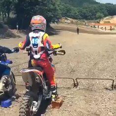 Ktm Dirt Bikes, Cool Dirt Bikes, Dirt Bike Racing, Dirt Bike Girl, Dirt Biking, Motocross Videos, Motocross Girls, Vintage Motocross, Girl Dirtbike