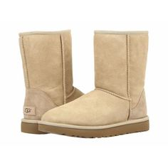 Introducing UGG's newest version of the Classic Mini! Welcome the Classic Mini II with added features and all the comfort you know and love! Featuring Top quality twin-face sheepskin suede upper, Breathable feel provided by UGGpure wool. Fur Lined Boots, Slip On Boots, Fur Boots, Bootie Boots, Calf Boots, Ankle Booties, Boho Boots, Ugg Australia, Botas Dr Martens