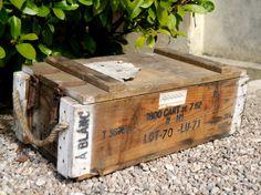 Ancienne caisse à munitions militaire en bois par BoutsdArtsVintage