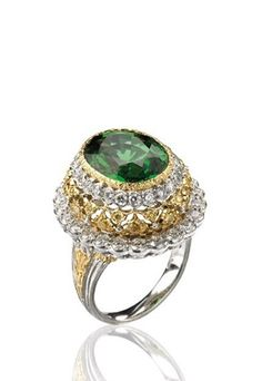 Cocktail ring featuring 2 golds composed of a 7.93 carat tsavorite, 48 white diamonds and 24 yellow diamonds, Buccellati