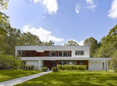 Completed in 2016 in Mamaroneck, United States. Images by Peter Murdock. Sitting on a scenic lot of about 1 acre in a wooded neighborhood outside NYC, this single-family house consists of 5500 SF of a primary living area,. Arch Architecture, Residential Architecture, Amazing Architecture, Rooftop Design, Facade House, House Exteriors, West Village, Townhouse, Outdoor Living