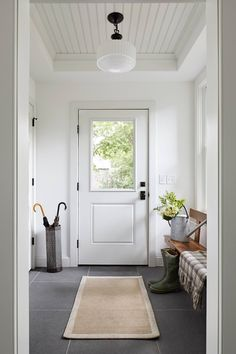 Modern Farmhouse Entryway White Door with Large Window Our modern farmhouse frenzy continues with modern farmhouse entryway ideas. Before you design your own warm; welcoming farmhouse entryway, you definitely want to look at the ideas! Rustic Farmhouse Entryway, Modern Farmhouse Exterior, Modern Farmhouse Kitchens, Modern Farmhouse Decor, Farmhouse Design, Farmhouse Ideas, Farmhouse Style, Farmhouse Addition, White Farmhouse