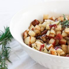 This simple rosemary potatoes are perfect as a breakfast side