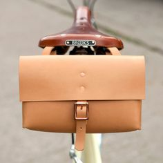 Leather saddle bag // vegetable-tanned  http://alfiedouglas.com/collections/all-products/products/alfie-six-bicycle-saddle-bag