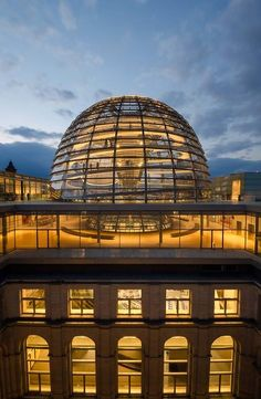 The dome of the Reichstag by night
