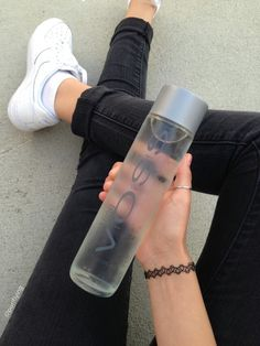 want this water bottle Voss Water Bottle, Cute Water Bottles, Tumblr Water Bottle, Drink Bottles, Detox Drinks, Healthy Drinks, Healthy Water, Copo Starbucks, Starbucks Drinks