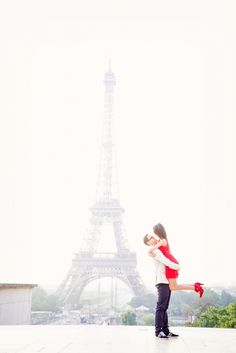 Couple photography Eiffel Tower