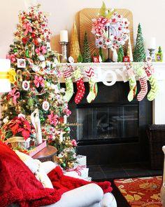Christmas Memory Tree - I love the handmade photo Christmas ornaments! Photo Christmas Ornaments, Christmas Mantels, Diy Christmas Tree, Retro Christmas, All Things Christmas, Christmas Ideas, Christmas 2014, Holiday Ideas, Memory Tree