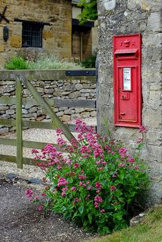 Chipping Campden, Cotswolds. This was such a charming little village - the lunch stop on a garden tour. Flowers grew in every little nook and crack.