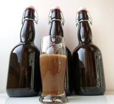 crema di liquore al caffè:500 g latte intero-200 g panna fresca-400 g zucchero-40 g nescafè o caffè solubile-80 g alcool-- latte, panna caffè a fuoco dolce con zucchero e caffè, mescolando costantemente. Appena sobbolle, aspettate 2-3 minuti, sempre mescolando, e togliete dal fuoco. raffreddare completamente. aggiungete l'alcool. Passate il tutto in un colino. Dura in frigo per circa 3-4 mesi. Agitate bene prima dell'uso. ps. è ottimo da aggiungere al  tiramisù!
