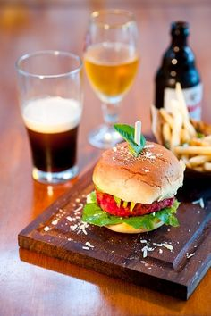 Event: Woodside Beer and Burger Festival Is Back!  Find out more at http://mumbaiboss.com/2012/07/05/the-woodside-inn-beer-and-burger-festival-returns-next-week/    Courtsey: Mumbai Chatore