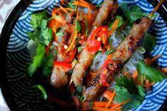 Vietnamese pork kebab (Nem Nuong) on noodles, salad & fresh herbs Nem Nuong, Vietnamese Pork, Asian Recipes, Ethnic Recipes, Fresh Herbs, Tandoori Chicken, Chicken Wings, Noodles, Salad