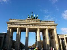 매일 만나도 매일 다른 모습의 #브란덴부르크문... 오늘은 왠지 더 웅장하고 거대해 보였습니다.  #리얼트립베를린 #베를린여행 #독일여행 #베를린 #독일 #유럽여행 #유럽배낭여행  http://realtrip-berlin.com