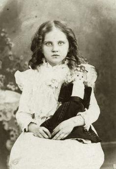 Gertrude, the leader of the Little Coven Creepy Little Girl, Creepy Kids, Creepy Children, Scary, Creepy Art, Creepy Dolls, Victorian Photos, Antique Photos, Vintage Photographs